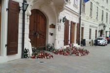 Sviečky na francúzskom konzuláte